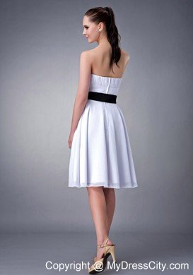 6350a0cef37 White Knee-length Strapless Damas Dresses for Quince with Black Sash