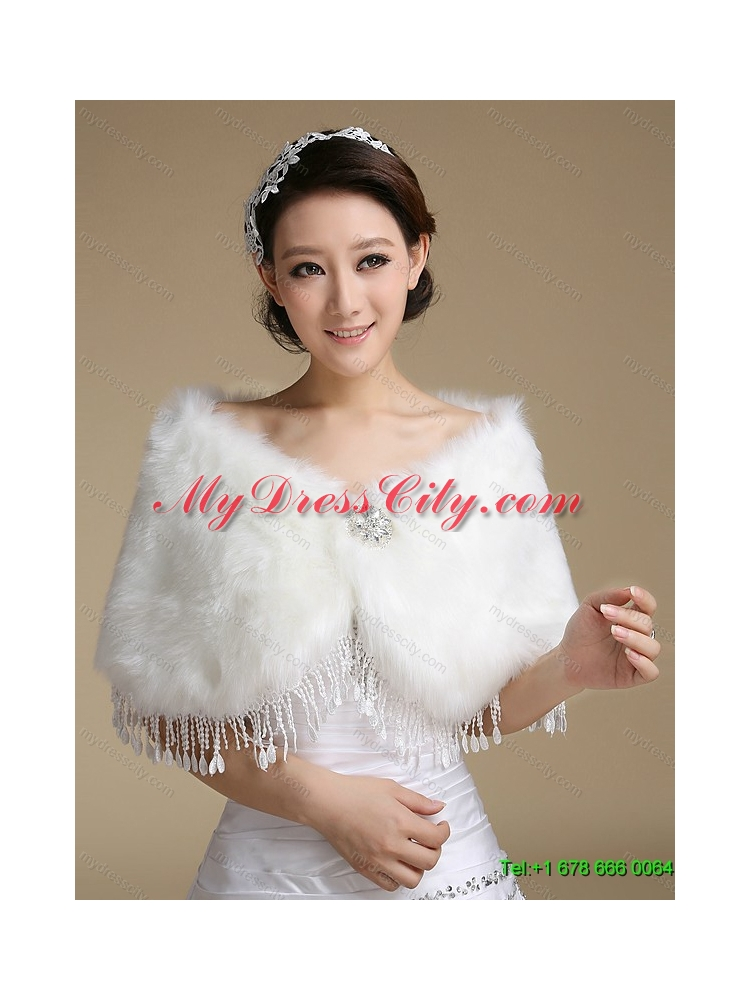 Cute white laced wedding dresses with brush train for Cute white wedding dresses