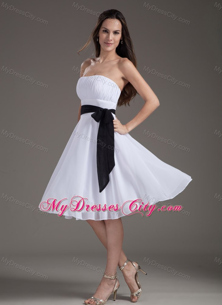 White Chiffon Strapless Knee Length Prom Dress For Girls