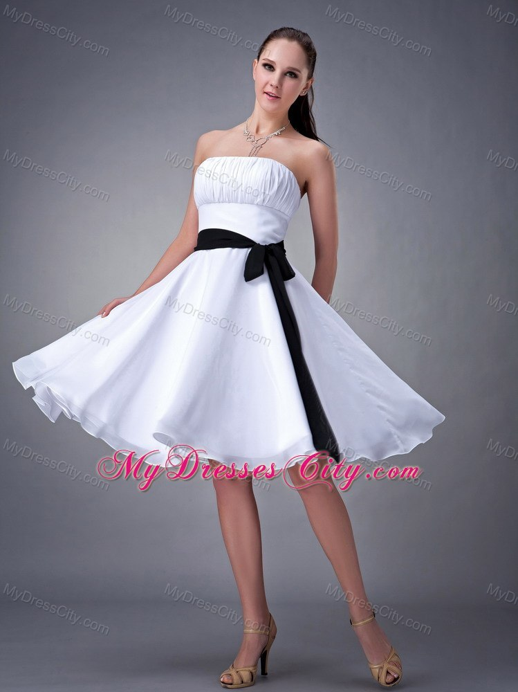 Knee-length Strapless Damas Dresses for Quince with Black Sash