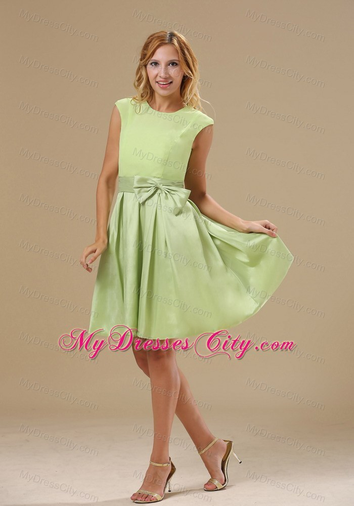Yellow Green Knee-length Bowknot Scoop Neck Bridesmaid Dress